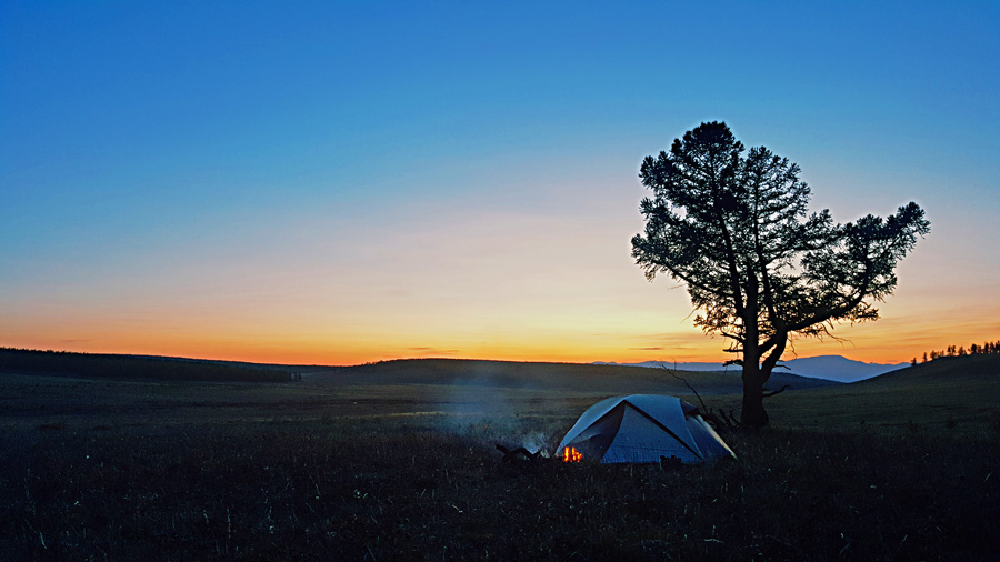 Setting your tent on the Mongolian Steppe