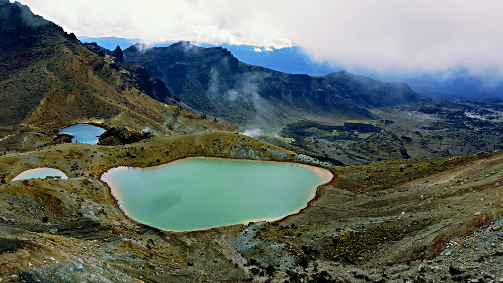 Emerald Lakes on the tongariro crossing